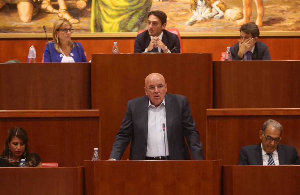 Mario Oliverio: la sfida populista di un presidente (seduto) comodo