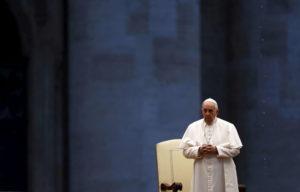 La preghiera del Papa, la lezione di Francesco