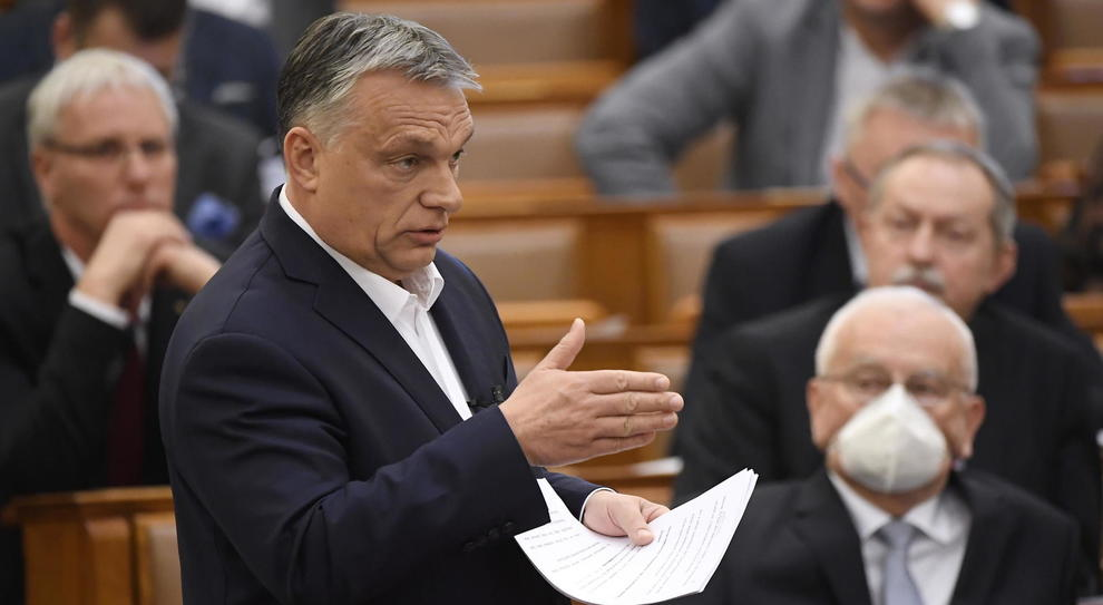 """UE sospende fondi europei all'Ungheria. Sardine:"""" Europa ha ricordato i valori di uguaglianza su cui fonda la nostra unione"""""""