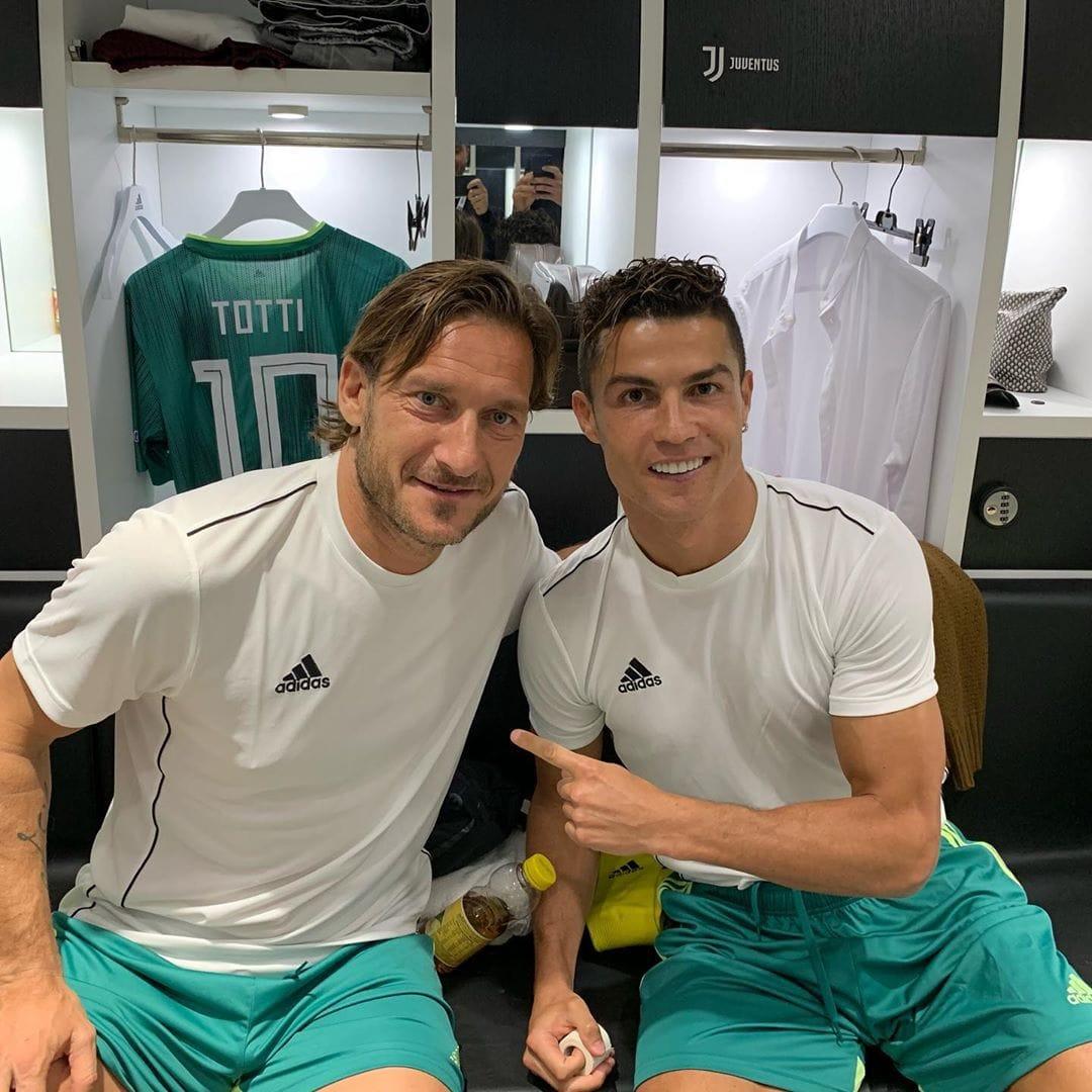 Totti e Ronaldo in campo contro il COVID-19