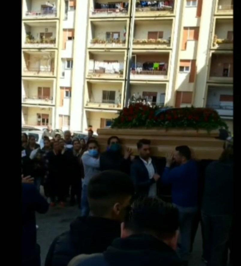 Coronavirus, Lamezia: assembramento ad un funerale nel quartiere rom