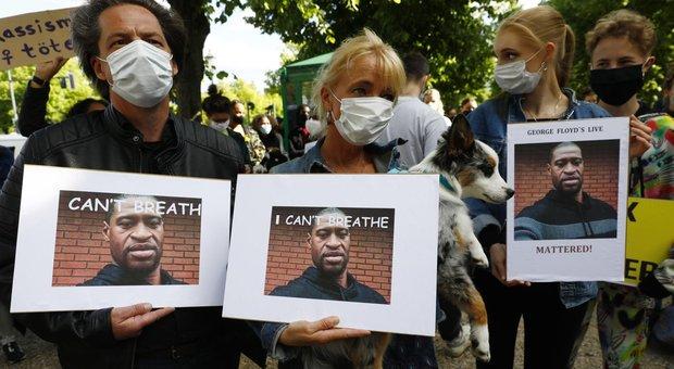 Floyd, l'ex agente di polizia condannato per omicidio preterintenzionale