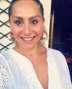 La Dott.ssa Simona D'Elia, psicologa specializzata in ambito evolutivo e pediatrico e specializzanda in psicoterapia sistemico-relazionale