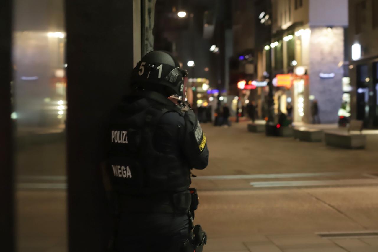 Vienna: sparatoria vicino ad una Sinagoga, forse 7 i morti