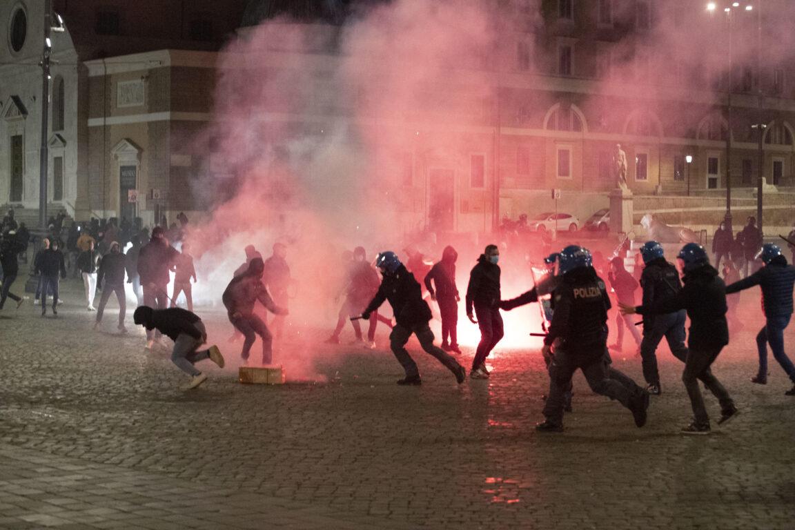 Chi c'è dietro le molotov e le bombe carta?