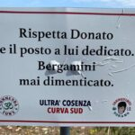 Gli Ultras ripuliscono il degrado in cui versa la piazzola dedicata a Denis Bergamini