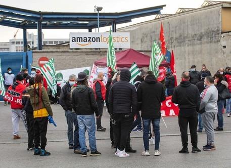 Amazon, oggi il primo sciopero dei dipendenti in tutta Italia