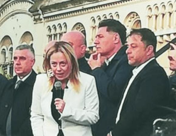 """Fratelli d'Italia o fratelli di 'ndrangheta? La Meloni e tutti i suoi """"mafiosi"""" calabresi"""