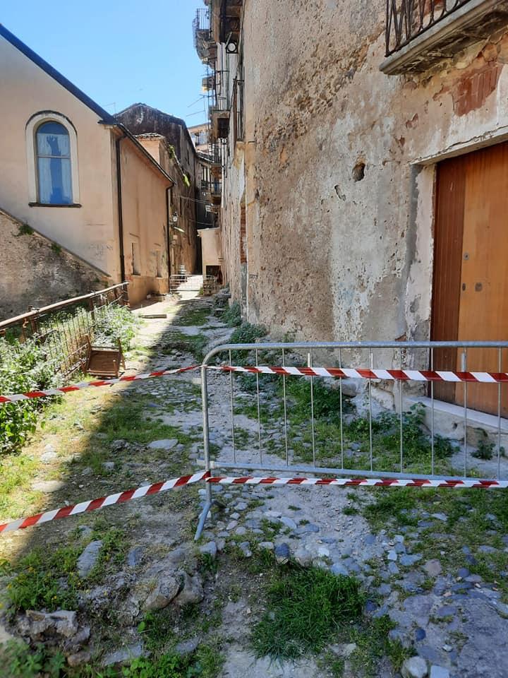 Cosenza: I cittadini del centro storico vivono nel terrore costante di un ennesimo crollo