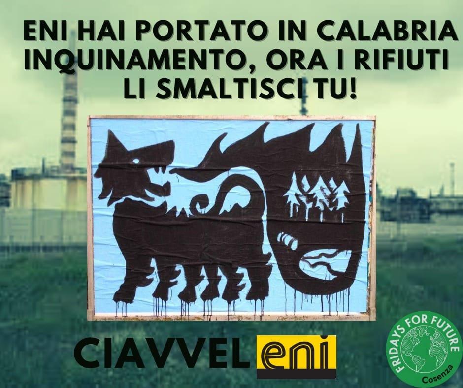 "Fridays For Future: ""ENI tu hai inquinato la Calabria, ora i rifiuti li smaltisci tu"""