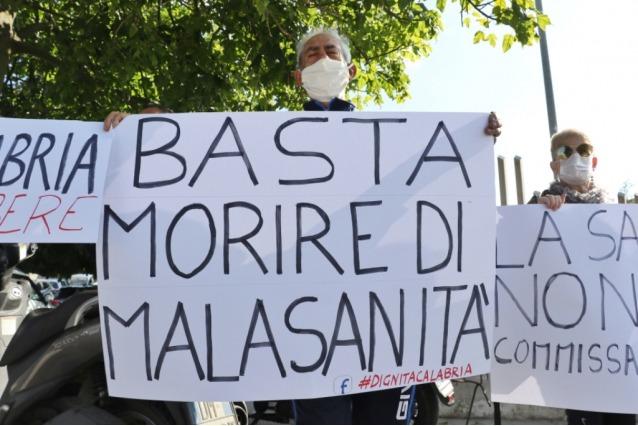 """Cosenza, libera Lettera: """"Malasanità e clinica degli orrori"""""""