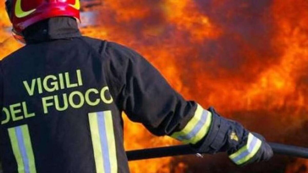 Rende: Vasto incendio tra Contrada Difesa e Sant'Agostino